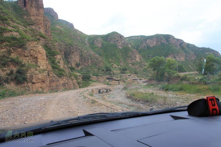 苜蓿村上茶山村探路,下山遭遇乱石滩,连夜逃出远看村落