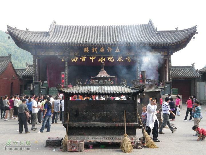 五台山大朝台,2日逆时针Solo五台连穿!这就是中国香火最旺的地方?