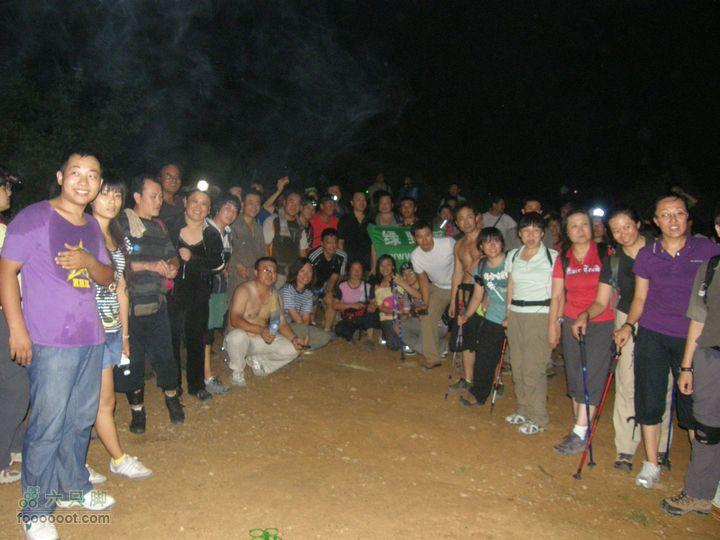 山顶吃西瓜-第300次八大处夜爬纪念P8193650