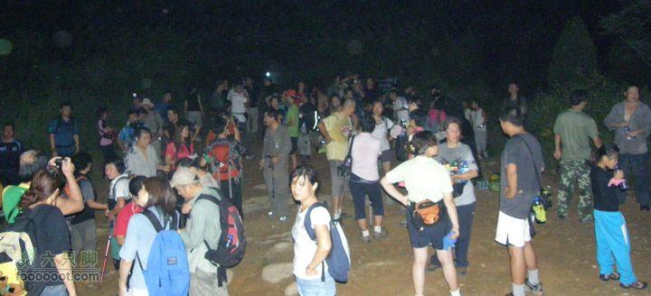 山顶吃西瓜-第300次八大处夜爬纪念P8193632_cr
