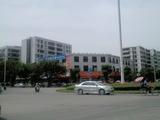 中国联通茂名总部,其楼上为电脑城
