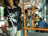 结束一天的支教,我们坐公交回住处
