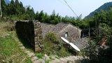 废弃的双坑村,村民都已移民至山脚下