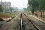 过了铁道,就可以坐668回国贸。