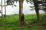 王大哥在村口等候