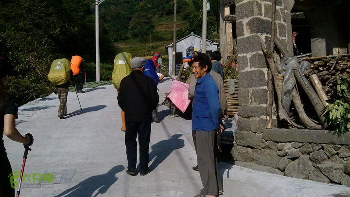 楠溪江源头穿越2012国庆第二部分西坑村攀升起点,连续上升700多米,很刺激