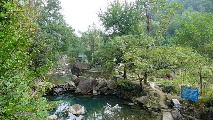 麻芝川_石垟_龙娘山_东山麻芝川村,这里右侧有个游泳池。