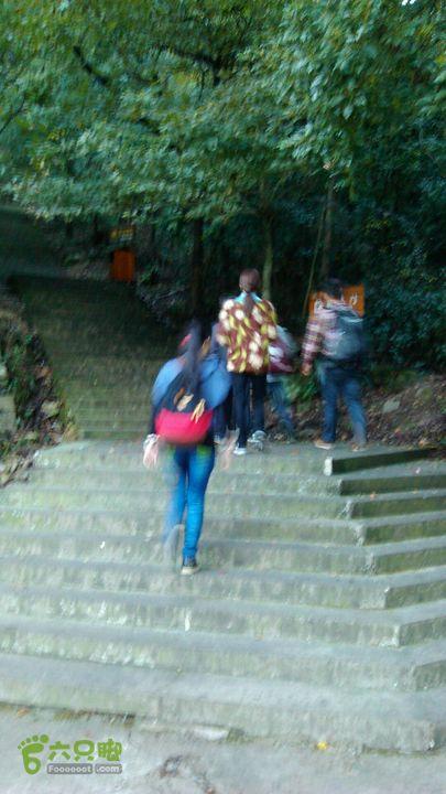 雁荡山偷渡之旅灵峰景区左侧的台阶路,是朝天门的入口。
