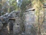 太平寨废弃的石屋