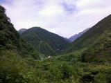 河谷中的一处小水电站