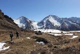 D1:绕过山脊,下撤二峰BC