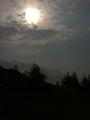 大山的天气风云莫测,刚刚下雨大雾,现在阳光普照