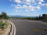 X012向南穿过X020(进山围拦前那条公路)转向东南