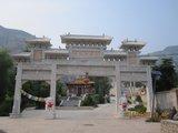 黄柏寺村西北的龙王庙、黄柏寺禅院牌楼,去往黄柏寺禅院正路就是龙王