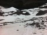 沿着左边的雪印蜿蜒前行