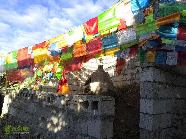 梅里外转经多亚拉垭口上的小庙