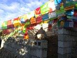 多亚拉垭口上的小庙