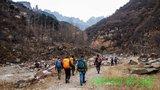 从辉县的韩口村南侧一条沟进山
